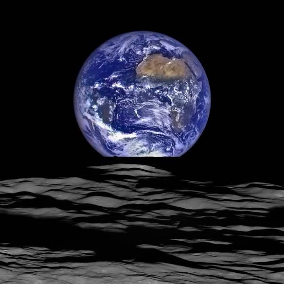 earth_and_limb_LRO